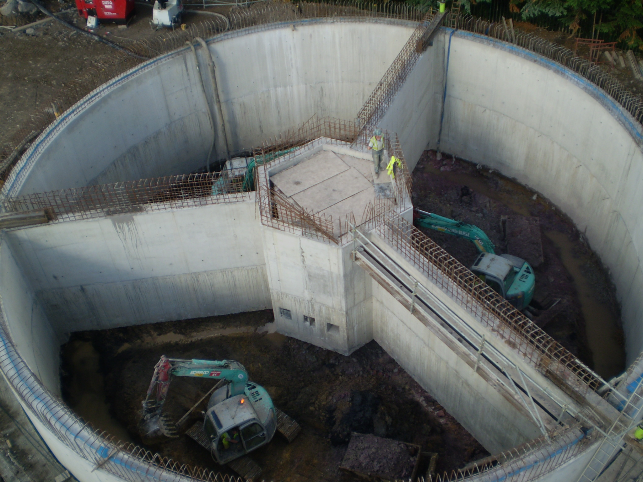 Quay walls, cofferdams, caissons, design in soft ground